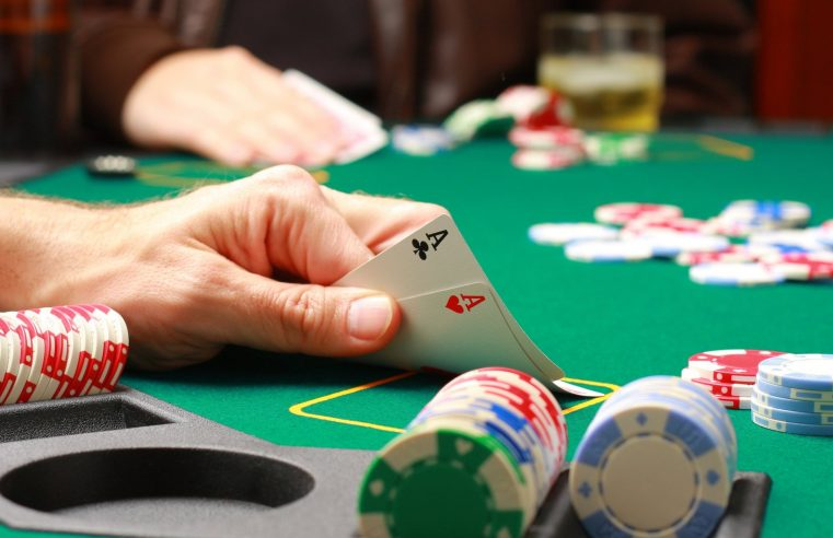 The Differences Between Online & Live Poker