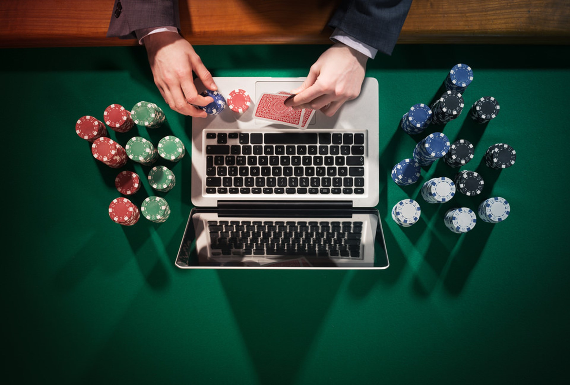 Online Poker Tips Live